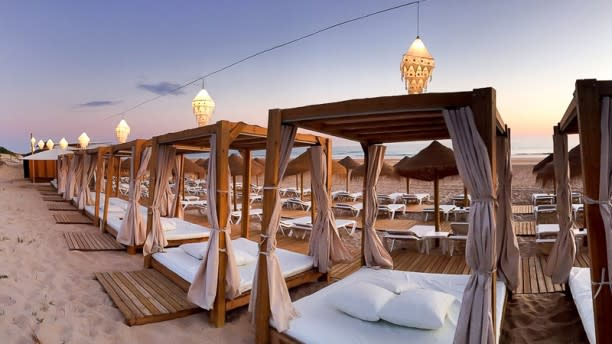 Restaurante Atenas Playa En Chiclana De La Frontera