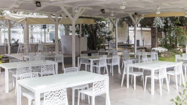Tavolo Giardino Delle Parole Prezzo.Giardini Delle Ninfe A Napoli Menu Prezzi Immagini Recensioni