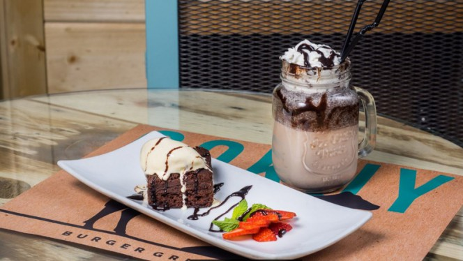 Brownie con helado de Vainilla y Milkshake de Chocolate - Cokuy, Madrid