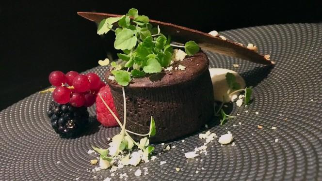 Moelleux au chocolat 80%,crème anglaise et crumble doré - Bistro n'Home Hors Château, Liège