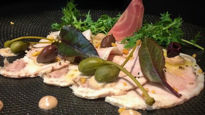 Porc ibérique façon vitello tonnato, gros câpres, olives taggiasche - Bistro n'Home Hors Château, Liège