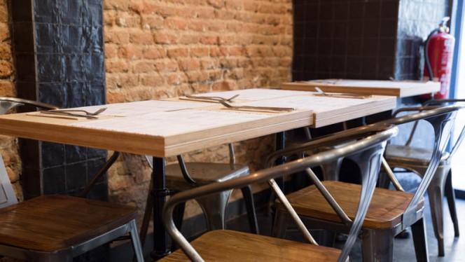 Sillas y Mesas Estilo Rustico Embalados - Embalados, Madrid