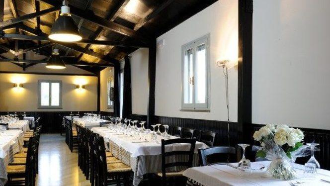 bianco e nero grandi protagonisti in sala - La Trattoria, Ravenna