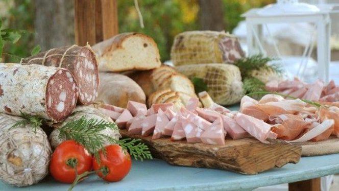 taglieri di salumi e pane casereccio - La Trattoria, Ravenna