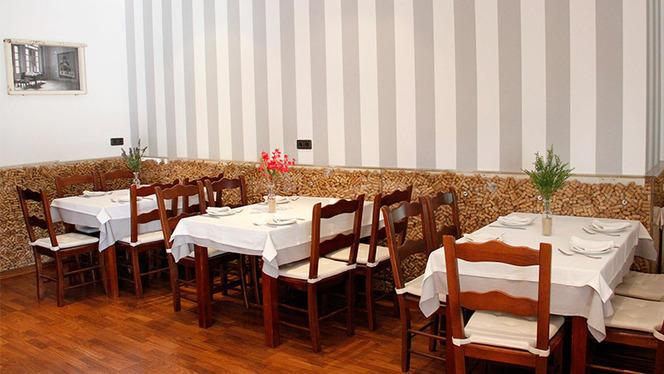 Vista mesas interior - Jarisa, Sevilla
