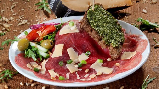 Broodje carpaccio - Restaurant eetcafe Eigenwijs, Denekamp