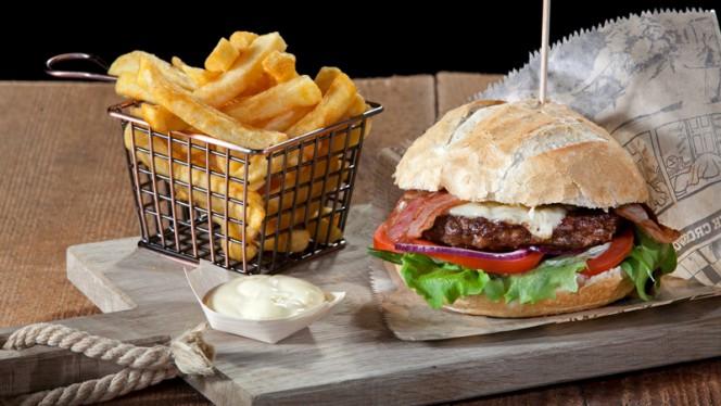 Onze huisgemaakte beefburger - Restaurant eetcafe Eigenwijs, Denekamp