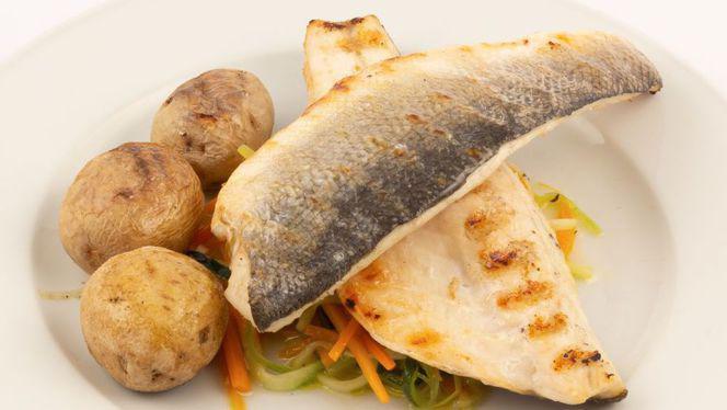 Rabalo grelhado com legumes e batata à murro - Lisboa Há Mesa, Lisboa