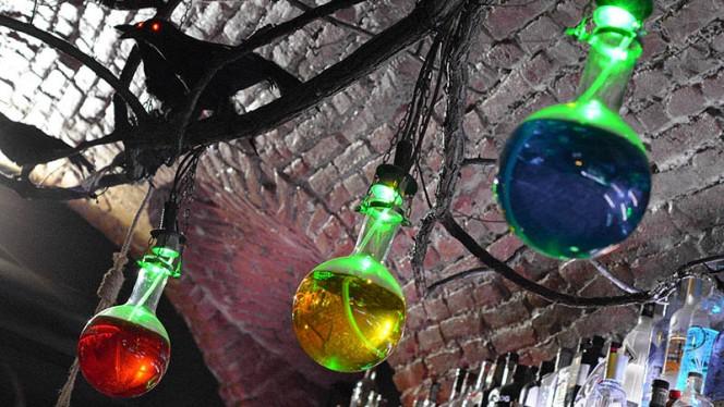 decorazioni - La Casa del Demone, Turin