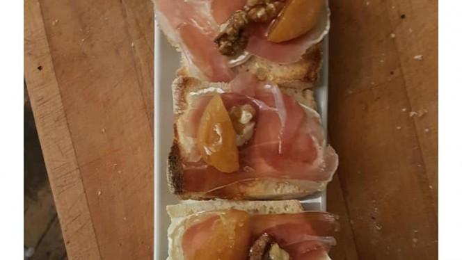 Toast de chèvre jamon serrano miel noix abricot - La Pequeña Boqueria, Marseille