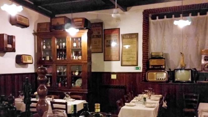 sala - Asso di fiori Osteria dei formaggi, Milan
