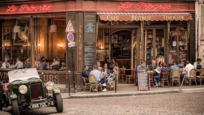 Devanture - Le Progrès, Paris