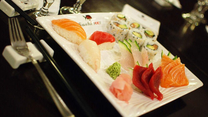Assortiment sushi, maki, sashimi - Sushi 2007, Paris