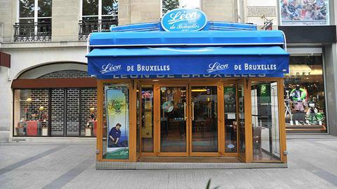 Léon de Bruxelles, Paris
