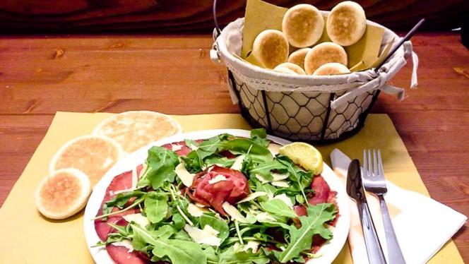 Bresaola, rucola e scaglie di parmigiano - Tigelleria da Zia Anna, Bologna