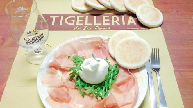 Burrata e pomodoro - Tigelleria da Zia Anna, Bologna