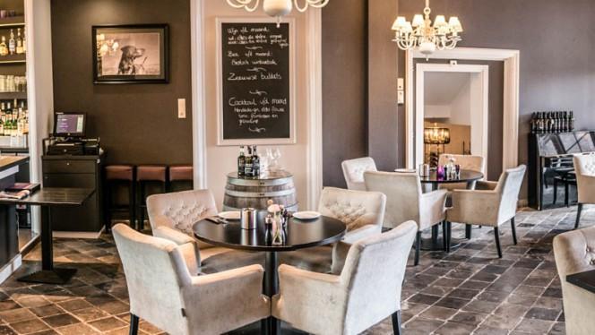 Bar in Onze Huiskamer - Hotel Het Raedthuys, Sint-Maartensdijk