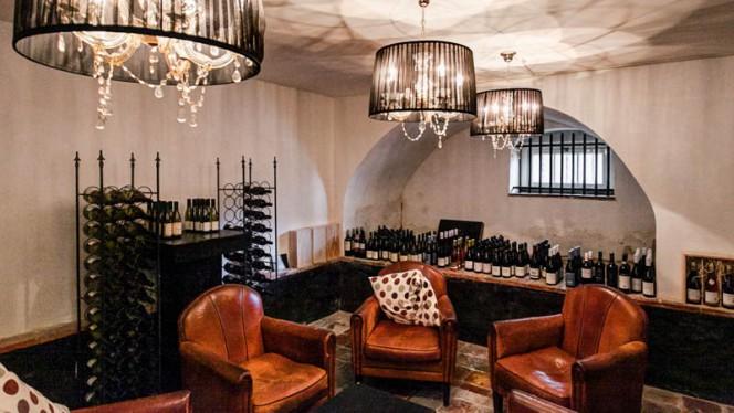 Wijnkelder - Hotel Het Raedthuys, Sint-Maartensdijk