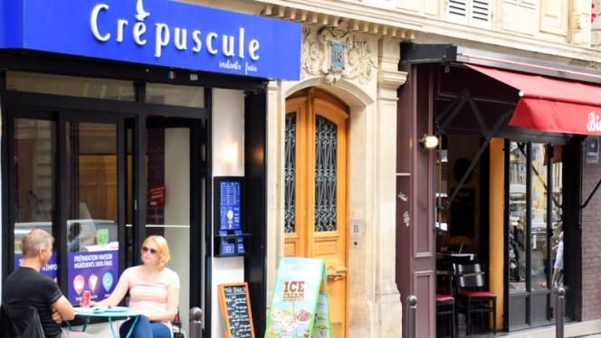 Entrée - Crêpuscule, Paris