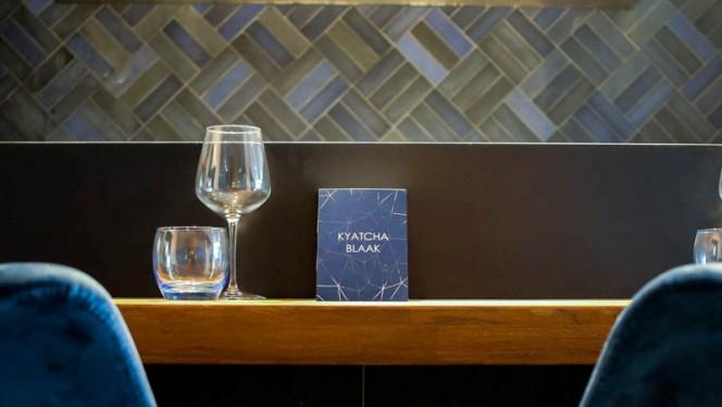 detail van de tafel - Kyatcha Blaak, Rotterdam