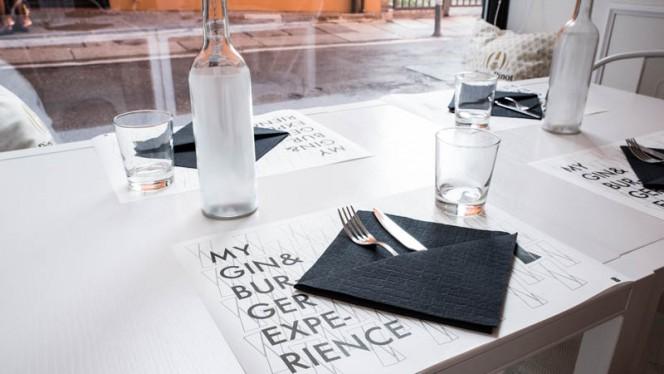 Particolare tavolo - Conta, Bologna