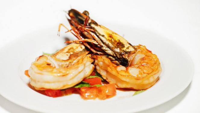 Gambas royales roties a l'huile d'olive basilic - Roasted king prawns with basil flavored olive oil - Le Pichet de Paris, Paris
