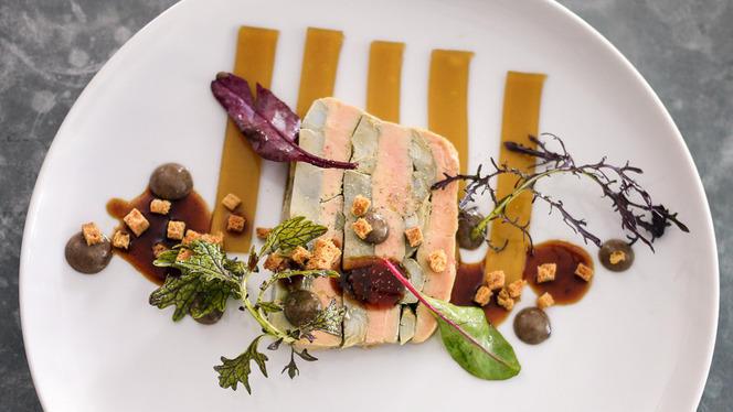 Pressé de foie gras extra frais du Sud-Ouest et artichaut en barigoule, bouillon de canard en gelée, vinaigrette à la truffe - La Bulle, Paris