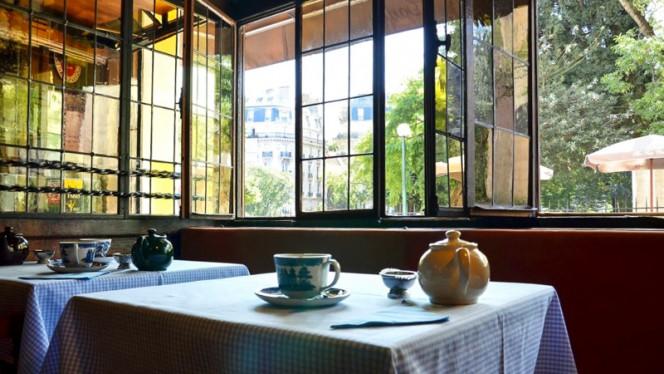 Table dressée - The Tea Caddy, Paris