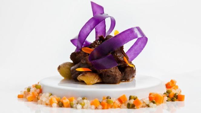 Estofado de jabalí con castañas, patata viloleta, zanahoria, tapioca y soja - Samsha by Víctor Rodrigo Alors, Valencia