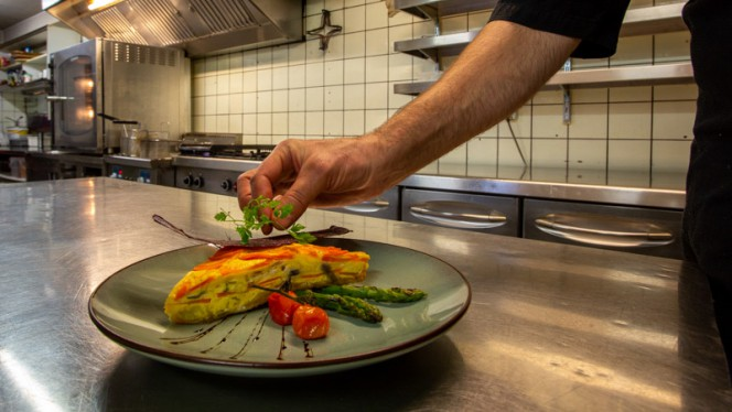 Specialiteit van de chef - De Paraplu - muziek • diner • borrel, Den Haag