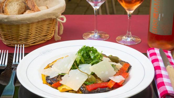 Assiette de légumes grillés, rucola et copeaux de parmesan - Le Bistrot Le Lion d'Or - Carouge, Carouge