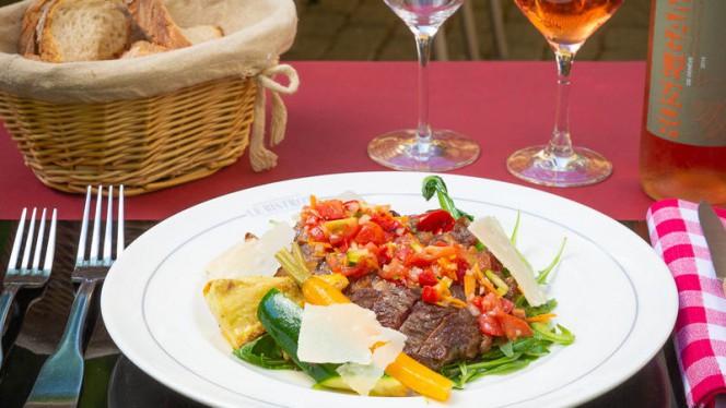 Tagliata de boeuf Black Angus Suisse, rucola et copeaux de parmesan - Le Bistrot Le Lion d'Or - Carouge, Carouge