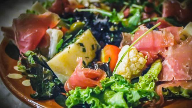 Salada Amália - Dona Gertrudes, Porto