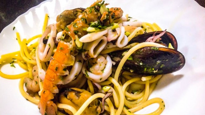 Spaghetti con mejillones y gambas - La Gnocca del Pirata, Valencia