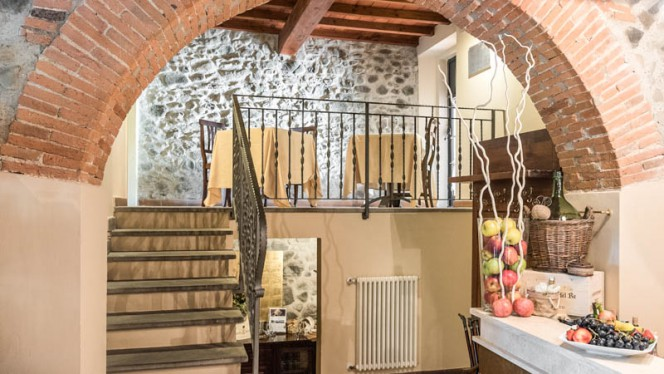 saletta intima primo piano - Da Roberto al frantoio della Belluccia, Serravalle Pistoiese