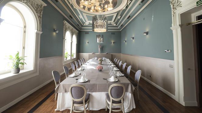 Salon Fundador mesa imperial - Larumbe, Madrid