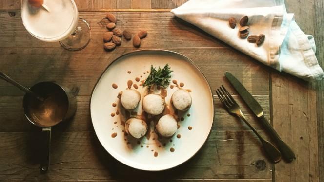 Pollo alle mandorle e one night in beijing - Huan Oriental Bistrot, Milano