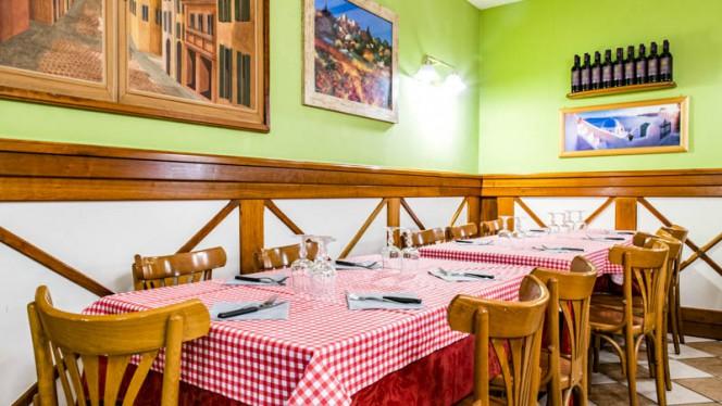 Veduta dell interno - Nicola's, Bologna
