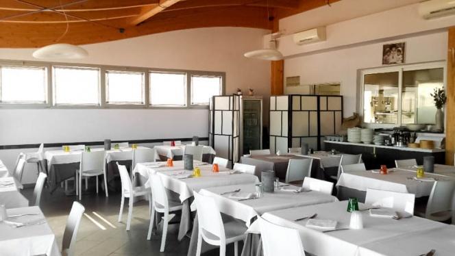 sala - Giamirma Beach and Restaurant,