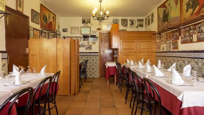 Comedor para grupos, reuniones privadas, familiares, ambiente taurino y acogedor. - Casa Ricardo - Fernando el Católico, Madrid