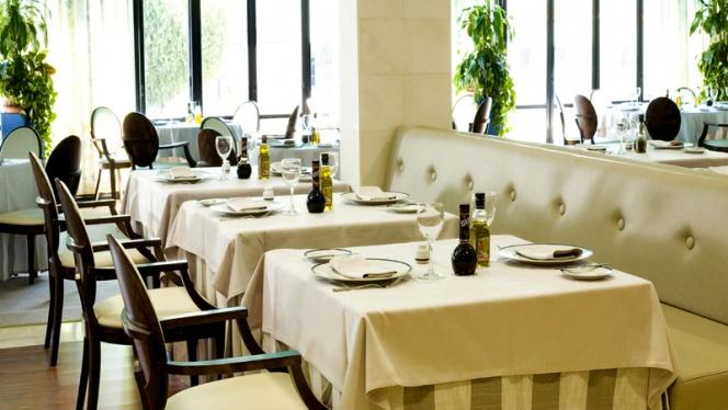 Sala - H2O – Hotel Osuna, Madrid