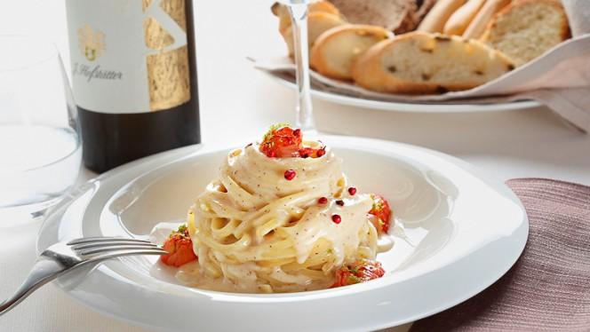 Linguine cacio & pepe rosa - Borgo Bagnolo, San Donato Milanese