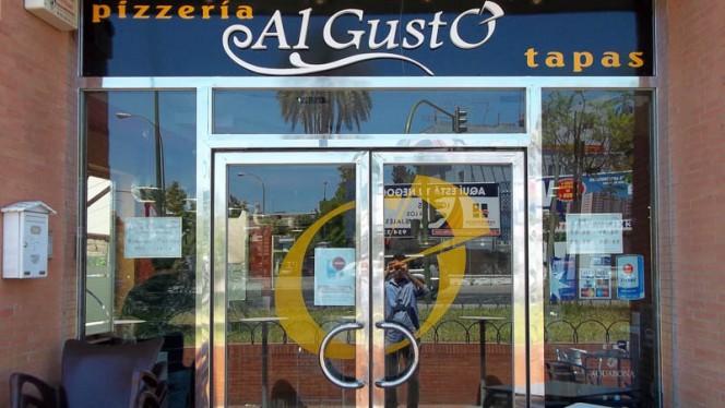 Entrada al restaurante - Al Gusto, Sevilla