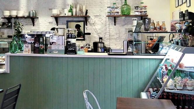 Vista sala - Pinale Coffee Shop & Salad Bar, Madrid
