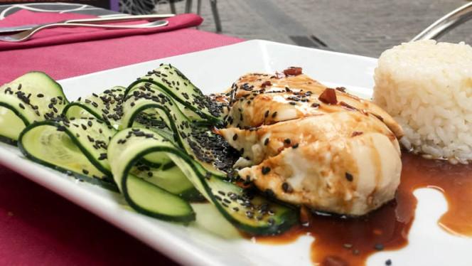 Pechuga de pollo asada y salsa oriental - Shiraz, Valencia