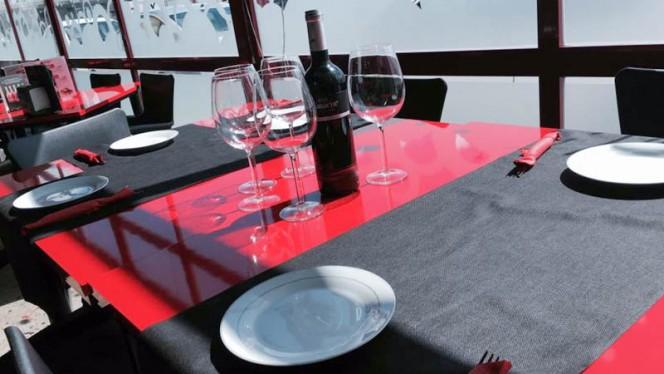 Detalle mesa - Turín 15 Café & Chill Out, Parla