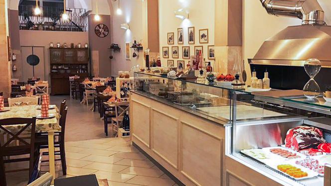 Interno - Osteria Villari, Bari
