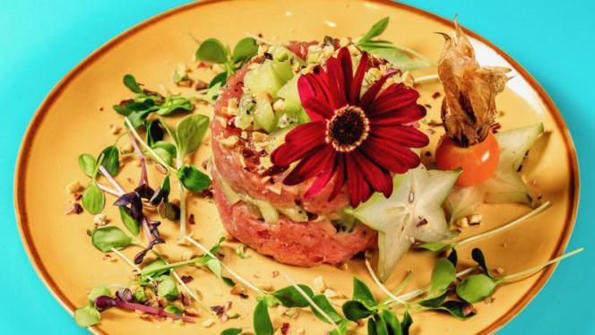 Tuna  Tattare di tonno, kiwi, caviale di pesce volante, erba cipollina, granella di pistacchio - Amazonia, Rome