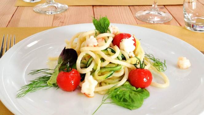 Pici freddi con gamberi e zucchine al pomodoro - A-mare Ristorante & Pizza, Viareggio