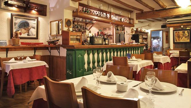 mesas y barra - Ipar-Txoko, Barcelona